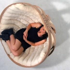 Стильна та комфортна «колиска для дорослих». Незвичайне крісло від новозеландських дизайнерів