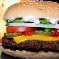 Домашние бургеры на барбекю превращаются из фаст-фуда в полезное и вкусное блюдо.