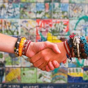 Теория шести рукопожатий — как оказывается, незнакомцев нет