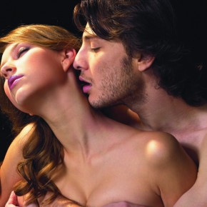 Почему женщина стонет во время секса?