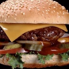 ОСТОРОЖНО:  бургер – калорийная бомба…