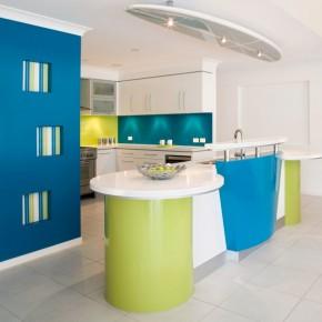 Красочный дизайн современной кухни