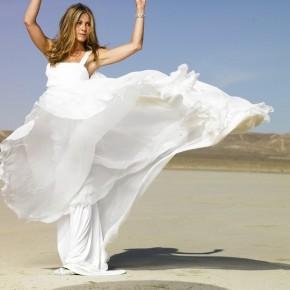 Дженнифер Энистон выбирает свадебное платье