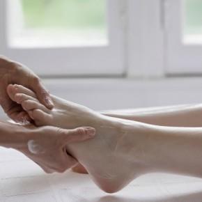 Красивые ноги: французский педикюр