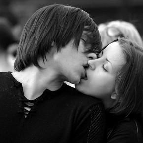 Чем полезен поцелуй