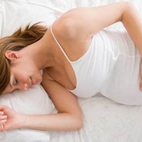 Как удобно спать беременной?