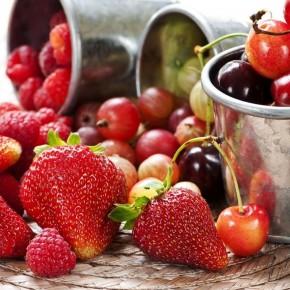 Красные фрукты, ягоды и овощи улучшают цвет кожи