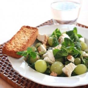 Салат из винограда с сыром Фета