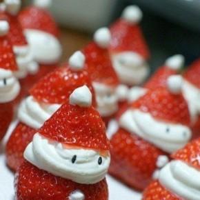 Новогодняя идея.  Десерт «Нашествие клубничных Санта-Клаусов»