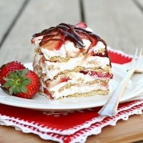 Клубничный слоеный десерт из сливок