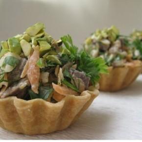Корзиночки с мясным салатом