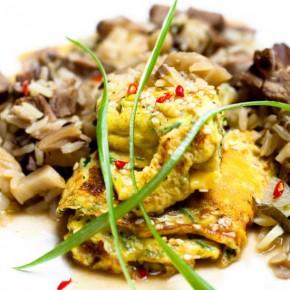 Салат с вареным мясом и омлетом