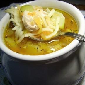 Французский куриный суп с кабачками