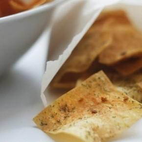 Чесночные чипсы из лаваша