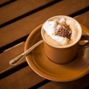Готовим ароматный горячий шоколад со специями для холодных зимних вечеров