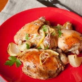 Запеченная курица с лимонами и белым вином