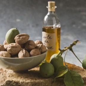 Почему масло грецкого ореха должно быть обязательно в каждом доме?