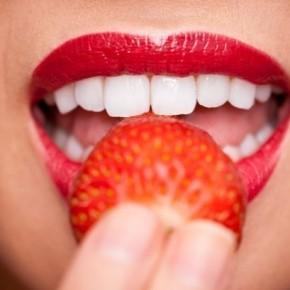 Причины и лечение трещинок на губах