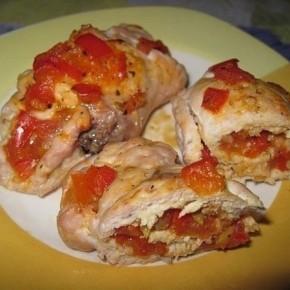 Куриные рулетики с помидорами и сладким перцем