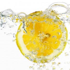 Лимонную воду назвали самым полезным напитком