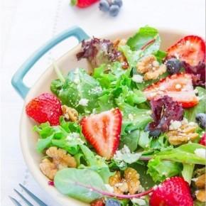 Салат с клубничной заправкой