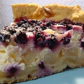 Пирог с грушами, творогом и ягодами