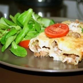 Каннеллони с мясом и соусом «Бешамель»