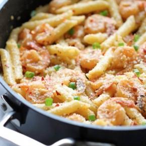 Острая паста с креветками и пармезаном