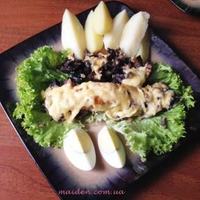 Запечений лосось з сиром і грибами